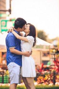 Całująca się para